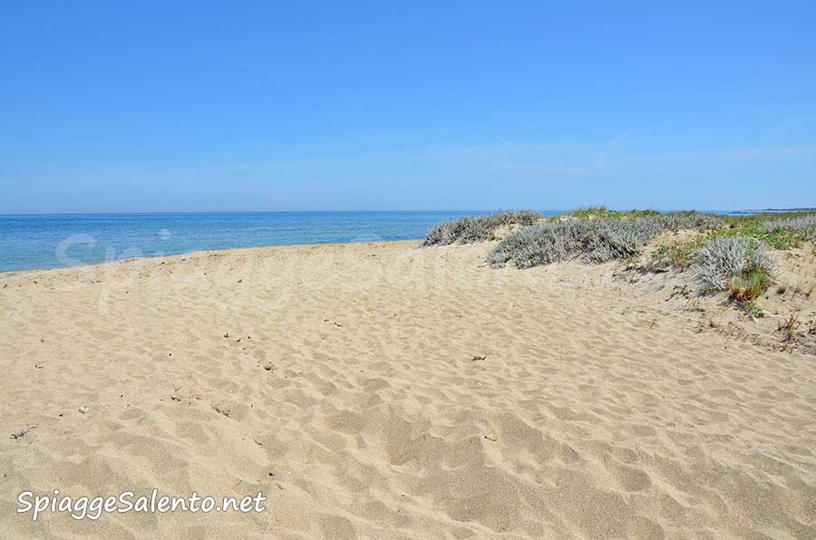 la spiaggia di San Cataldo in Puglia